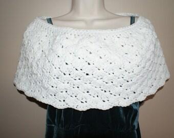 Crochet Capelet, White Bridal Capelet, White Cloak, Bridal Shawl, Shoulder Wrap, Womens Shawl, Crochet Shawl, Womens Shawlette, Bride