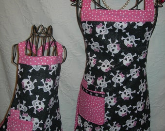 Reversible Aprons for Mommy and Me in Sparkly Skulls with cute little pink bows. Just in time for that baking date with your best girl...