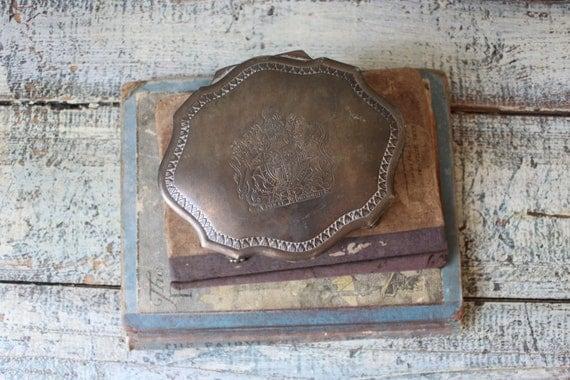 Vintage dieu et mon droit royal crest silver by for Dieu et mon droit royal crest silver plated jewelry box