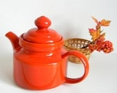 SALE Waechtersbach Spain Teapot in Bright Red. Country Kitchen. Retro Kitchen. Hipster. Primary Color. Autumn Fall Colors. Cottage Chic