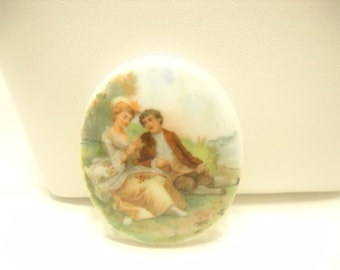 Vintage HAND PAINTED MILK Glass Brooch, Rococo Scene, Couple Sitting In The Park (1568)