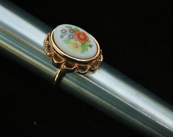 Avon Locket Ring-In Original Box-Size 8 to 8.25 vintage Avon Flower Ring