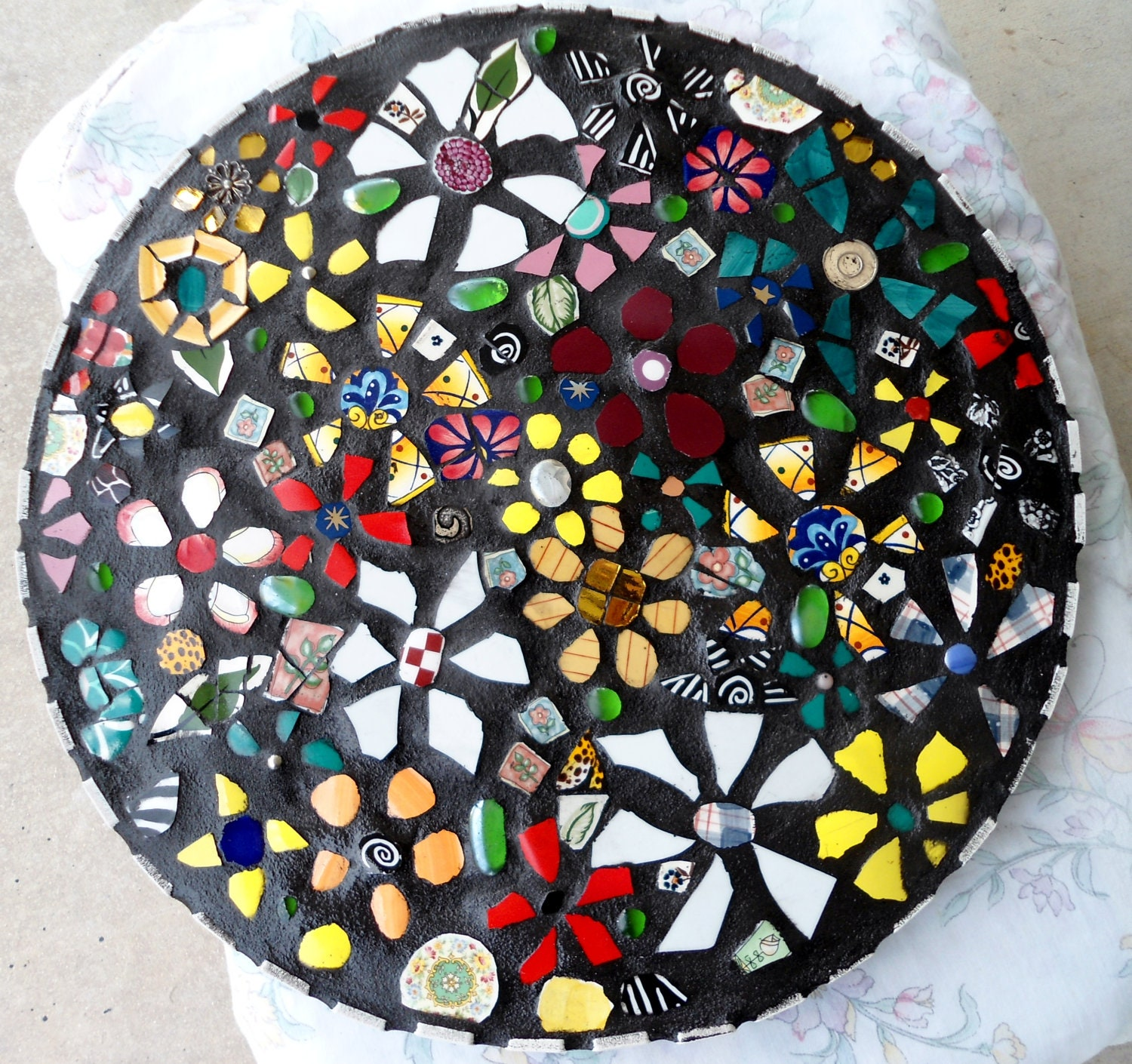 Round 18 Mosaic Wildflowers Table Top End