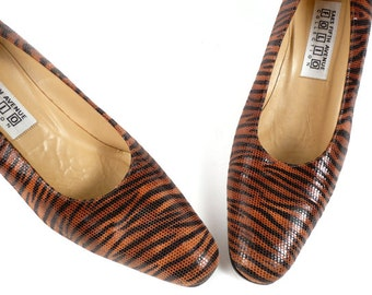 Vintage 70s Mod Tiger Print Heels Pumps Saks Fifth Avenue Folio Collection Reptile Leather Shoes 7 7.5 B