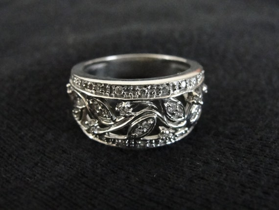 Vintage 14k White Gold Diamond Ladies Wedding Band or Anniversary Ring
