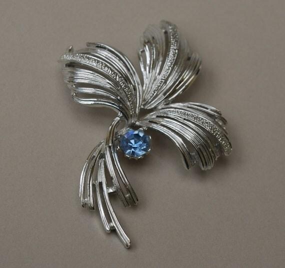 vintage silvertone Emmons brooch with light blue rhinestone