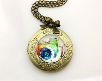 Medallion necklace carry Photo camera