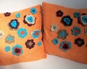 Cushion / pillow cover in soft linen with handmade crochet flowers - now on SALE