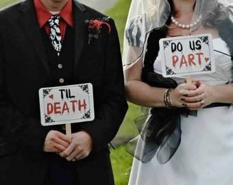 my ORIGINAL- The BLOODY Mr / Mrs -Til Death Do Us Part- Double Sided Wedding Photo Booth Props Signs - Goth- Halloween Wedding- Set of 2