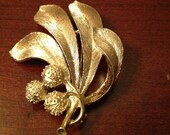 Vintage Gold Plated Simple Floral Brooch