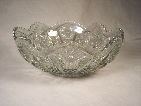 "Beautiful, Stunning 10"" Diameter Clear Crystal Glass Fruit Bowl, Star and Sawtooth Pattern"