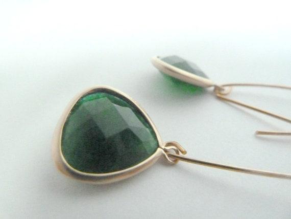 Emerald green teardrop earrings in gold.