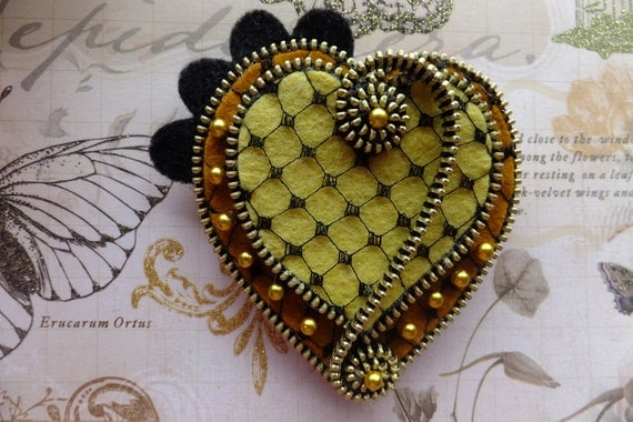Hearts Felt Zipper Brooch
