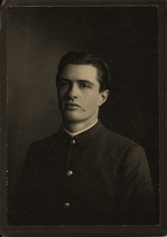 My Victorian suitor, sexy dark-eyed man from the past ready to be your love today