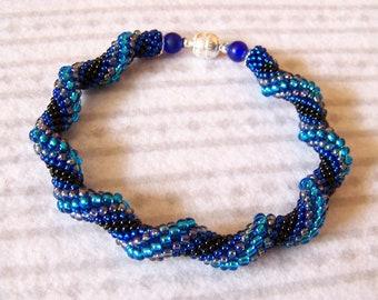 Spiral bracelet in blue and black - Beadwork bracelet - Cellini Spiral Beadwoven Bangle Bracelet - Twisted - Modern bracelet