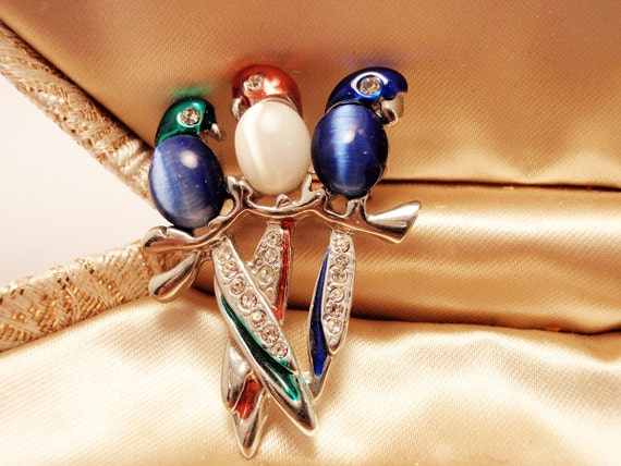Faux Star Sapphire Moonstone Trio of Colorful Birds Brooch - Charming Design 1960s to 1970s