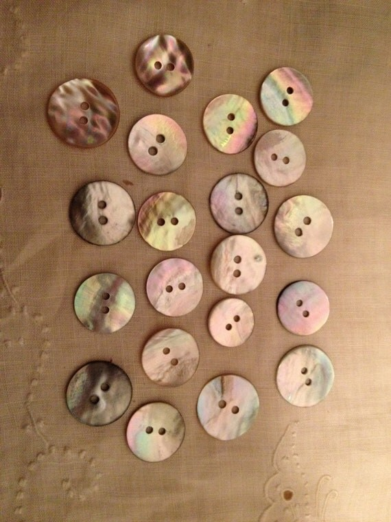 20 beautiful Mother of Pearl Vintage Buttons