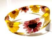 Purple Gerber Daisy Resin Bangle. Purple and Yellow Flower Bangle Bracelet: Lila