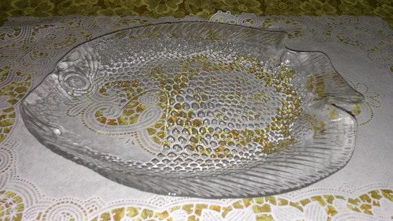 Set of 4 vintage fish shaped plates