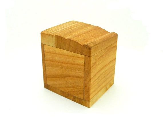 Small Wooden Gift Box, Natural Cherry Wood Jewellery and Ring Box, Ecologically Treated Little Box, Sustainable Gift versandfuerumme