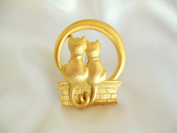 Vintage Figural Brooch JJ Kitties In Love