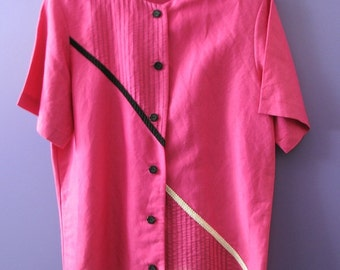Decoratively stitched fuscia linen-blend blouse with round neck and short sleeves.