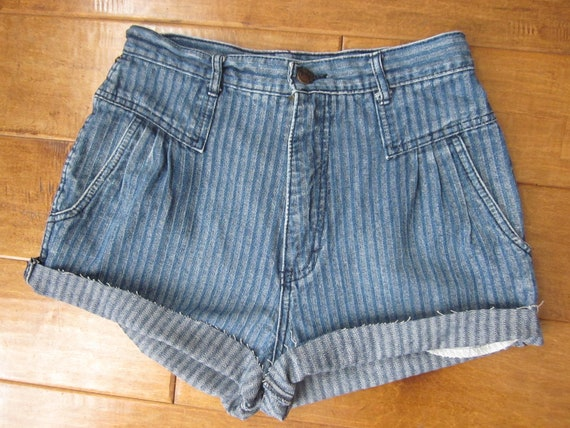 3DAYSALE Vintage HIGH Waisted, Denim Shorts- Small