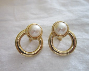 Vintage Gold Tone & Faux Pearl Earrings Pretty and Comfortable