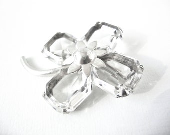 Pretty Vintage Floral Sterling Silver Brooch With Faceted Glass Petals