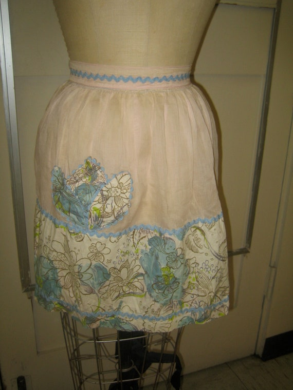 Vintage 1950's Cotton Voile Apron - Flowers and Rick Rack
