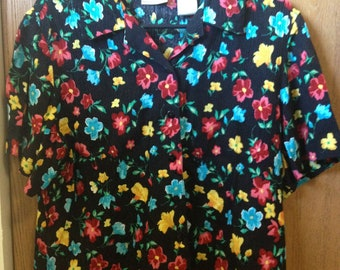 Vintage Womens Florial Button Up