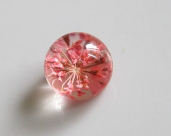 2 pcs of resin crystal  ball CABOCHON cameo with dry flower inside  15mm- F7