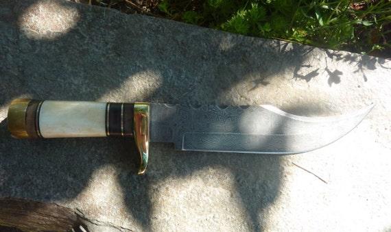 Damascus Steel Bowie Style Knife