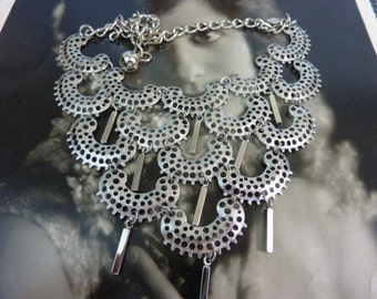 STATEMENT RUNWAY signed Sarah Coventry vintage bib necklace