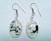 Boucles d'oreille en argent, cabochons de verre chat farceur et oiseau en sursis