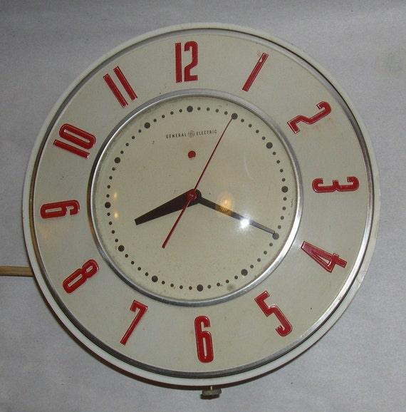 Retro Electric Kitchen Wall Clocks: General Electric Telechron 2H26 Kitchen Wall Clock
