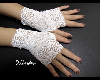 Elegant Lolita Stretchy White Lace Victorian Sexy Fingerless Gloves / Arm Warmers