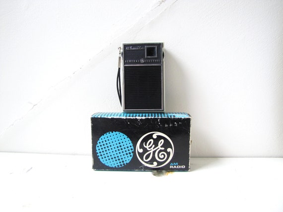 Working Vintage radio from General Electric- 1960s AM radio- great condition