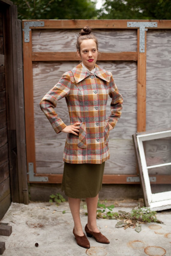 Vintage Women's PENDLETON PLAID COAT in Grey, Camel, Mustard and Red