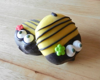 Bumble Bee Chocolate Dipped Oreo Cookie