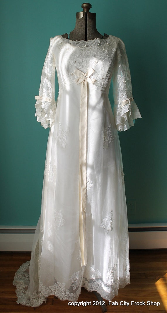 Vintage 1960's Mod New Romantic Era White Lace Empire Wedding Gown w/ Small Train SIze 8-10 M