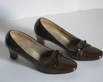 Air Step, Brown Vinyl/ Patent Leather Vintage Shoes, US Size 6B/AA