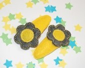 Flower Clippie in Gray and Yellow
