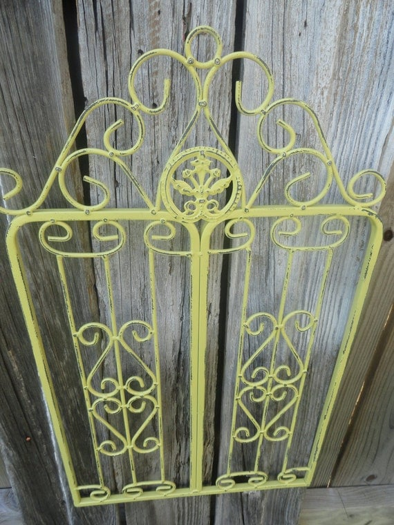 Metal wall decor small metal garden gate wall hanging for Garden wall decorations