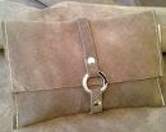 Stainless carabiner 'Spins' leather clutch