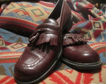 Preowned Womens Loafers With Tassels Size  7 1/2 M.