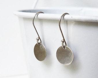 Silver Earrings / Disc Earrings / Long Earrings / Dangle Earrings / Elegant Round Earrings / Basic Earrings