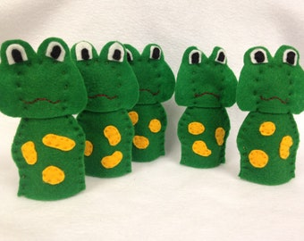 Five little speckled frogs finger puppets