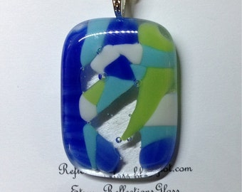 Pendant made of fused glass. (p5)