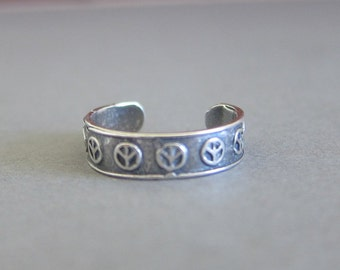 Adjustable Sterling Silver Peace Sign Toe Ring, Midi Ring, knuckle Ring.